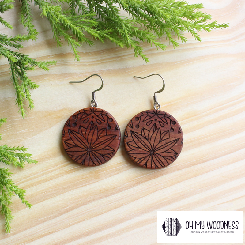 Wooden-earrings-Kiaat-round-florals