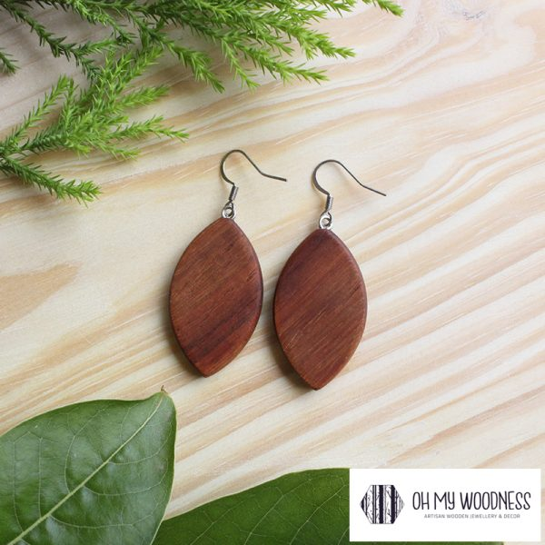 Wooden-earrings-broad-leaves-Kiaat