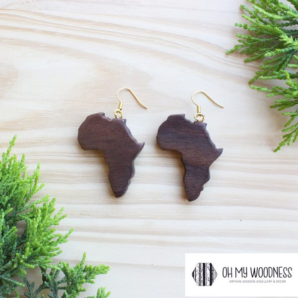 Walnut-African-continent--Gold-plated-hooks