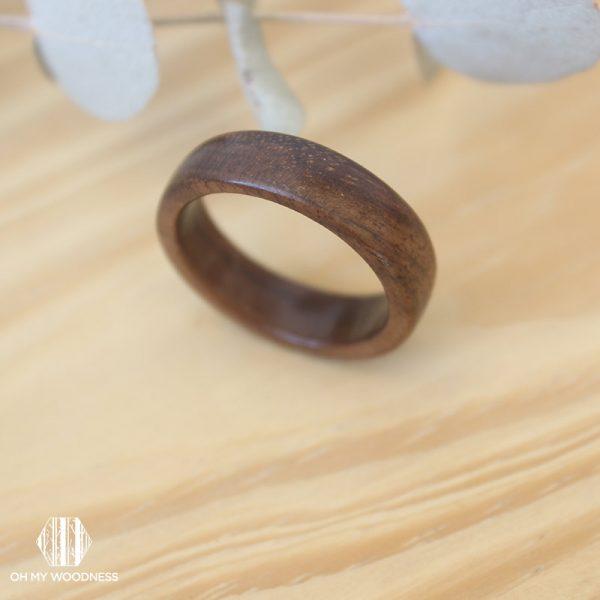 Walnut-ring-flat-shape