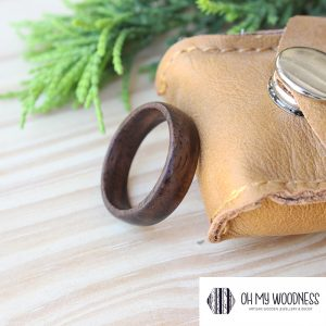 Wooden-ring-Walnut