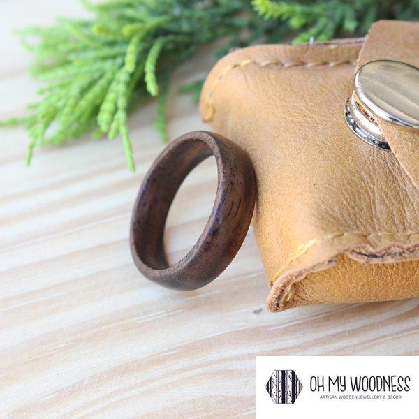 Wooden-ring-Walnut