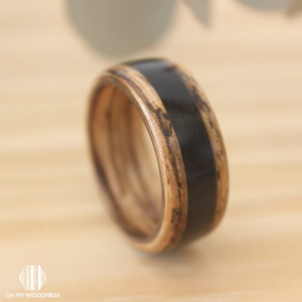 Zebrano-ring---Agate-inlay-close-up2